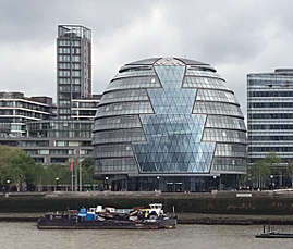 London Studies 1 visit City Hall